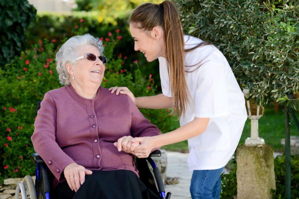 Auxiliar de ayuda a domicilio y servicios asistenciales