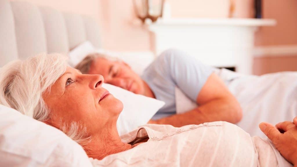 Como conciliar el sueño en personas mayores
