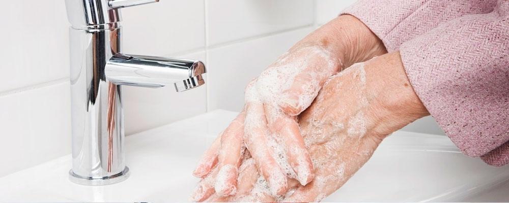 Manipulación de alimentos: lava bien tus manos antes