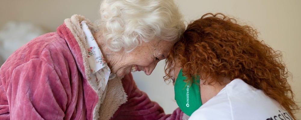 Evitar la distancia familiar con un cuidador